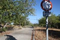 Passatge entre l'Avinguda Aragai i l'Avinguda de Cubelles, al costat de la Masia d'en Dimes